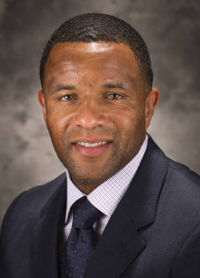 Arizona's Assistant Coach Damon Stoudamire Heading Back to Memphis