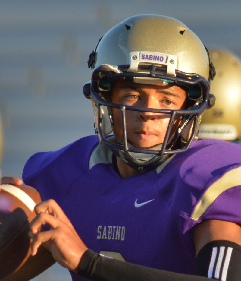 Sabino's Dixon fifth-leading rusher in nation after first game