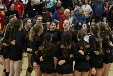 Volleyball Playoffs: Salpointe earns trip to semifinal round