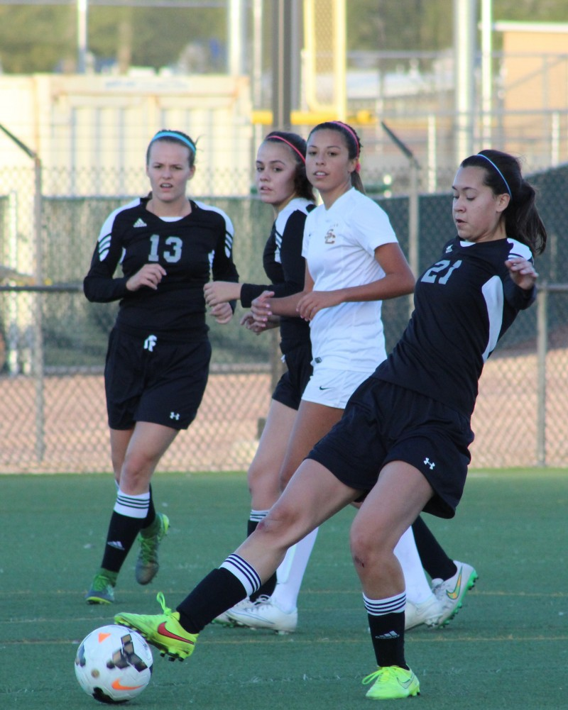 BRANDON BEAN: Salpointe girls jump out to 2-0 win over Mountain View