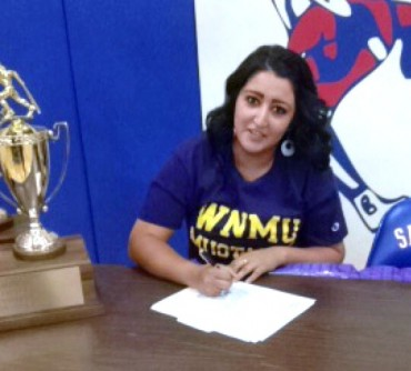 Lyana Waddell signs with Western New Mexico