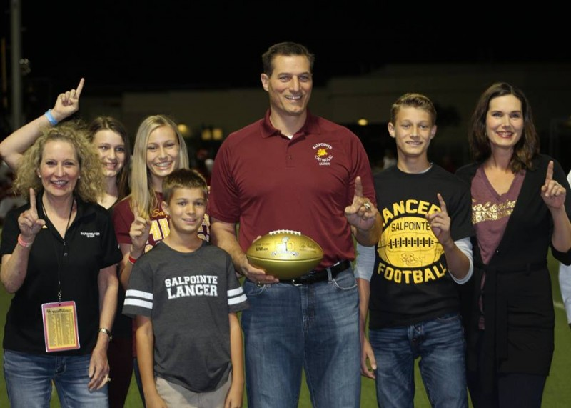 Riki Ellison to present Amphi with NFL Golden Football